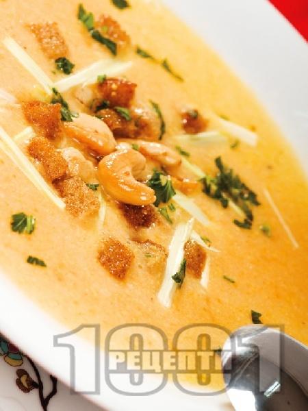 Крем супа от моркови и картофи с крутони - снимка на рецептата